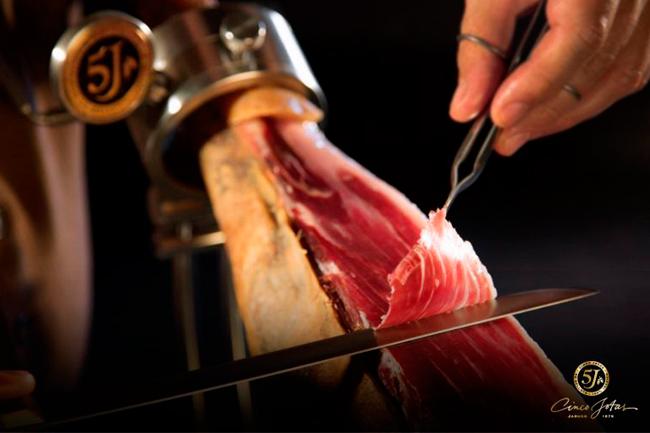 Cómo conservar un jamón abierto en el jamonero