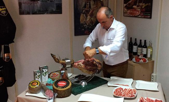¿Cómo cortar la loncha perfecta de jamón?
