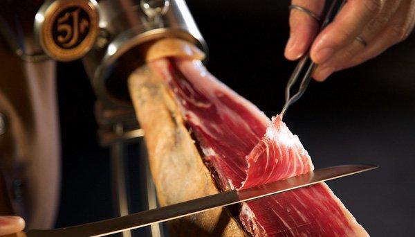 Errores más comunes al cortar jamón ibérico